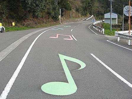 Необычная идея: музыкальная дорога.
