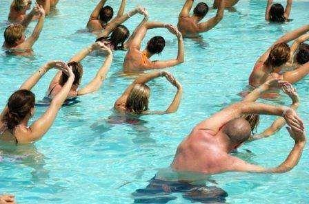 Аквааэробика для похудения, водные упражнения, занятия аквааэробикой.