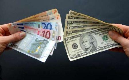 dollar-i-evro-prodolzhajut-dorozhat-2014-02-06-13-34-00_1