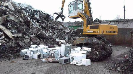 Процесс утилизации твердой бытовой техники