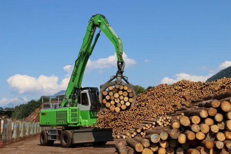 Работа на перегружателе леса