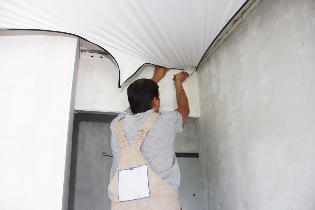 Как крепится натяжной потолок